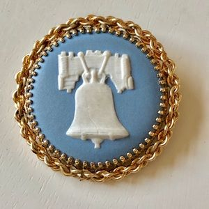 Wedgwood circle pin-add chain to make necklace